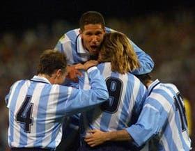 Todos juntos. Así, unidos, el equipo de Marcelo Bielsa deberá encarar las eliminatorias para el Mundial del 2002, que se jugará en Japón y Corea.