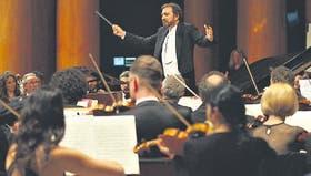 Roberto Luvini, director del Coro Polifónico Nacional, asumió también la dirección de la Sinfónica