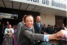 Carlos Menem, luego de realizarse un chequeo en 1998