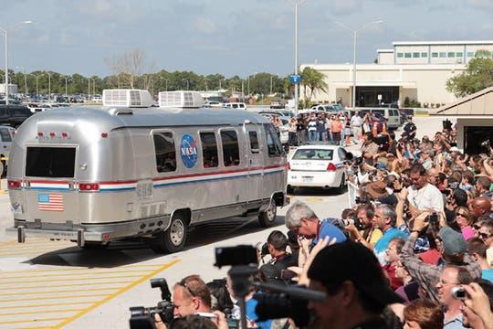 Muchos visitantes se acercaron al lugar para ver el despegue del transbodador Atlantis. Foto: AFP