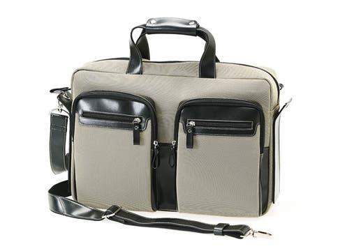 Carla Danelli propone portanotebook con manijas y correa ajustable; $550. Foto: lanacion.com