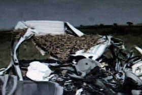 Imagen de tv .Estado en el quedó la combi que trasladaba a un grupo de danza de Villa Albertina, chocaron con un camión. 14 personas murieron, hay varios heridos