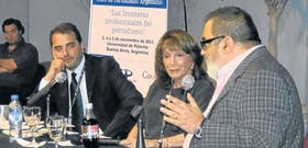 Gabriel Michi, ex presidente de Fopea, Magdalena Ruiz Guiñazú y Jorge Lanata, en el congreso anual de la entidad, donde fueron agredidos por el público
