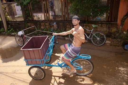 """Una fuente de trabajo en la isla son los """"carreteros"""", que trasladan objetos pesados desde el puerto hasta los hoteles. Foto: Martín Mangudo - Banco de Imágenes Embajada del Brasil en Buenos Aires"""