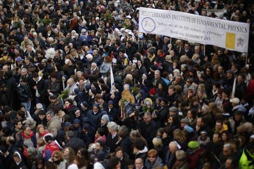 Benedicto XVI vivió su último día al frente de la Santa Sede y se despidió de sus fieles afirmando que estará junto a ellos siempre. Foto: AP