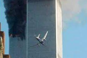 El momento exacto cuando el segundo avión impacta en la Torre Sur
