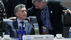 El presidente Mauricio Macri junto al ministro de Energía Juan José Aranguren