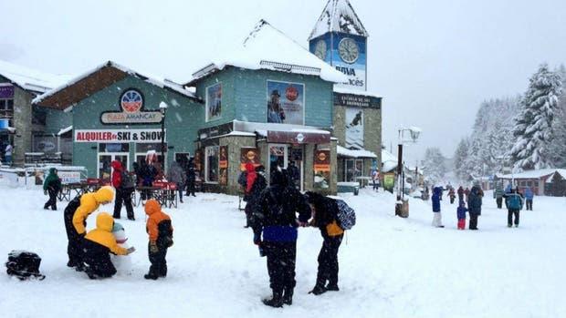 Argentina: Llegó la primera nevada a la ciudad de San Carlos de Bariloche