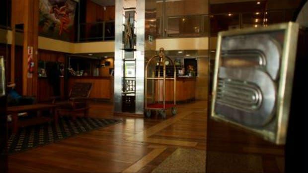 El interior del lobby del hotel manejado por la cooperativa de trabajadores
