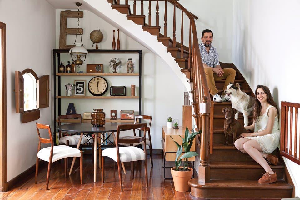 Una casa con arquitectura inglesa y deco vintage
