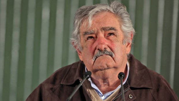 Mujica quiere que vuelvan los duelos para defender el honor