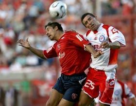 Salta Bustos Montoya con Simón Ramírez; Argentinos se sobrepuso a una desventaja y frenó a Independiente