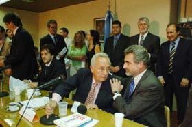 El diputado Recalde habla con Rossi, jefe del bloque kirchnerista,antes de presentar la denuncia
