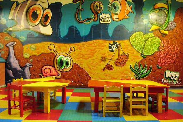 Sala con juegos didácticos, disfraces, juegos de mesa, pizarrón y películas infantiles. Foto: Gentileza El Gran Mosquito