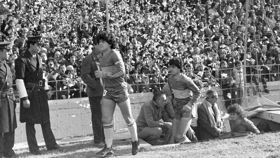 19-7-1981: la pasión de siempre en un recibimiento en la Bombonera. Foto: LA NACION