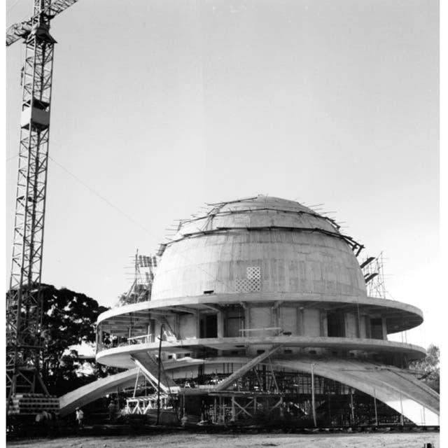 En junio de 1961 se llamó a licitación pública para su construcción y luego se adjudicó la obra a la Compa?ía Argentina de Construcciones Civiles S.A. Por sugerencia de la Sociedad Italiana se lo llamó Galileo Galilei.