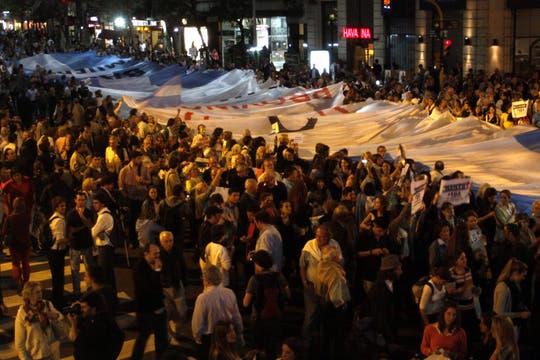Masivas columnas de manifestantes se movilizan en distintos puntos de Buenos Aires. Foto: DyN