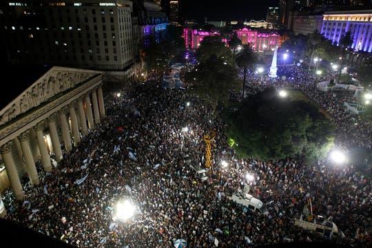 Masivas columnas de manifestantes se movilizan en distintos puntos de Buenos Aires. Foto: LA NACION / Rodrigo Néspolo