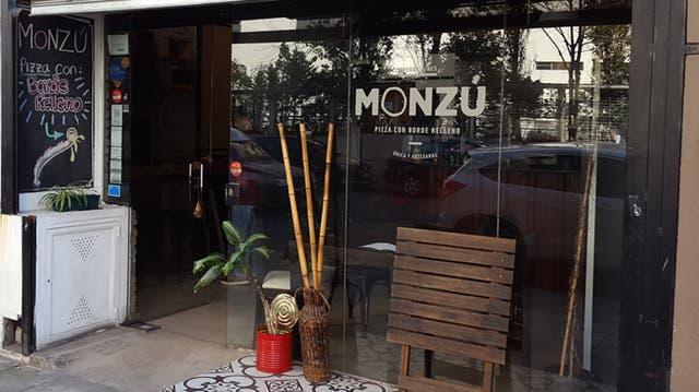 Las pizzas de Monzú son una bomba, empezando por sus bordes rellenos