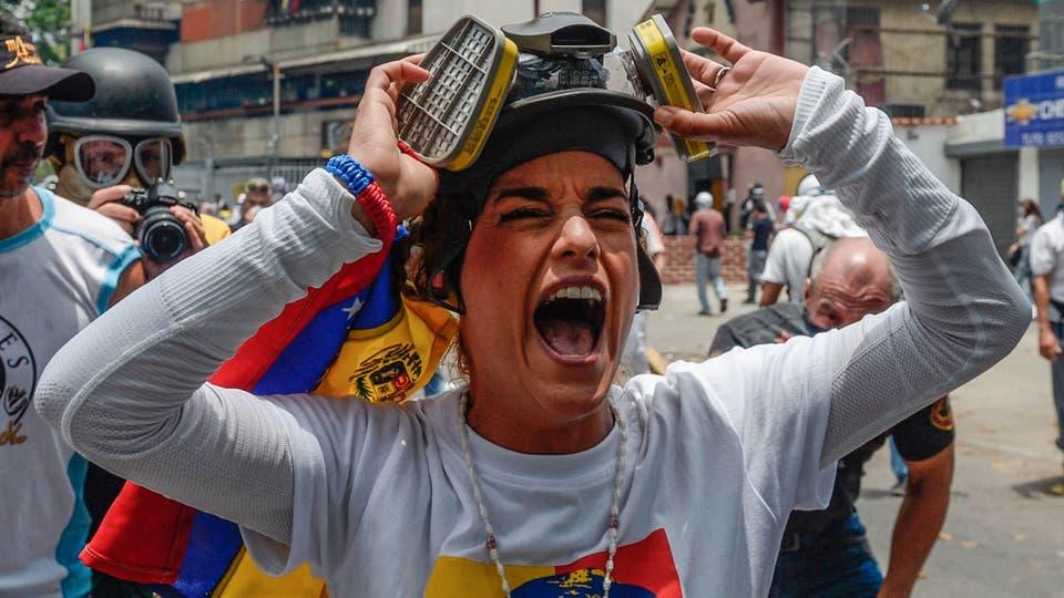 Lilian Tintori, esposa del líder opositor apresado, Leopoldo Lopez grita durante la marcha contra el gobierno de Nicolás Maduro. Foto: AFP / Federico Parra