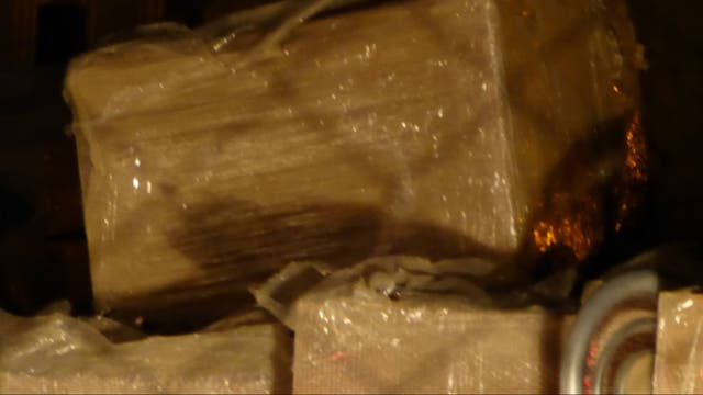 La Policía Federal secuestró cajas y muebles de un galpón de Lázaro Báez