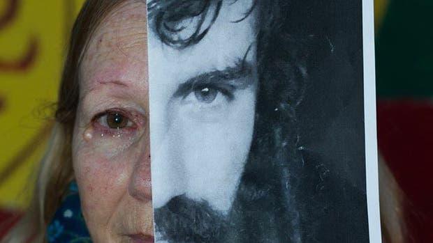 La mamá de Santiago Maldonado, con la foto de su hijo desaparecido