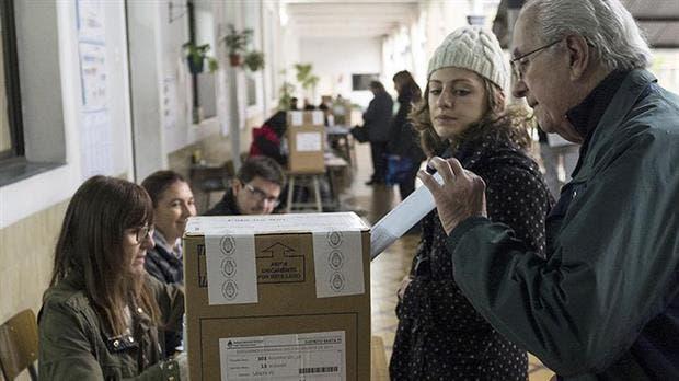 Jueces electorales criticaron el escrutinio provisorio de las PASO