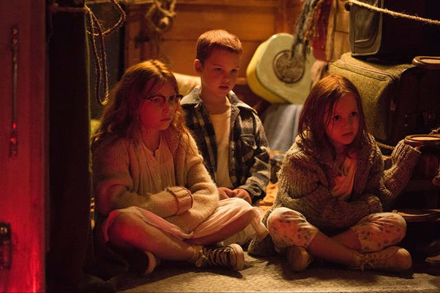 Iain Armitage junto a Olivia Kate Rice y Chandler Head en The Glass Castle