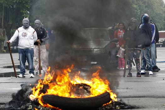 La puja entre dos gremios bloquea el movimiento de camiones en el puerto de Buenos Aires y Dock Sud. Foto: DyN