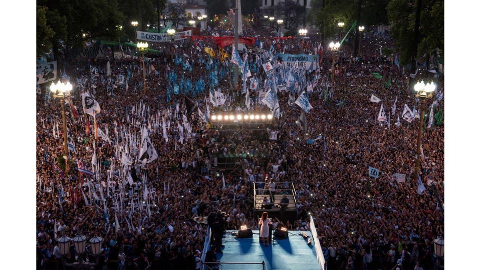 Cristina Fernández de Kirchner da su último discurso como presidente de la Nación, en la Plaza de Mayo, Buenos Aires, 9  de diciembre 2015. Foto: Cerutti María Eugenia