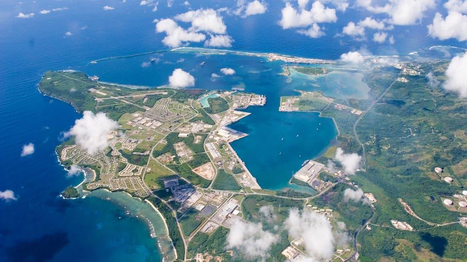 Vista aérea de la Base Naval de los EE. UU. en Guam el 20 de septiembre de 2006