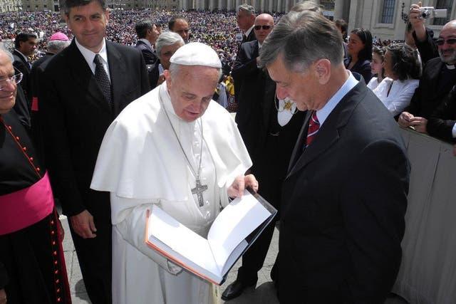 El Papa recibió a muchos políticos, como Binner