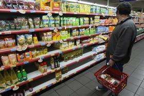 El titular de la Asociación de Supermercados Unidos, Juan Vasco Martínez, desmintió hoy faltantes en las góndolas