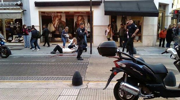 Un violento asalto conmovió ayer a los vecinos del centro porteño