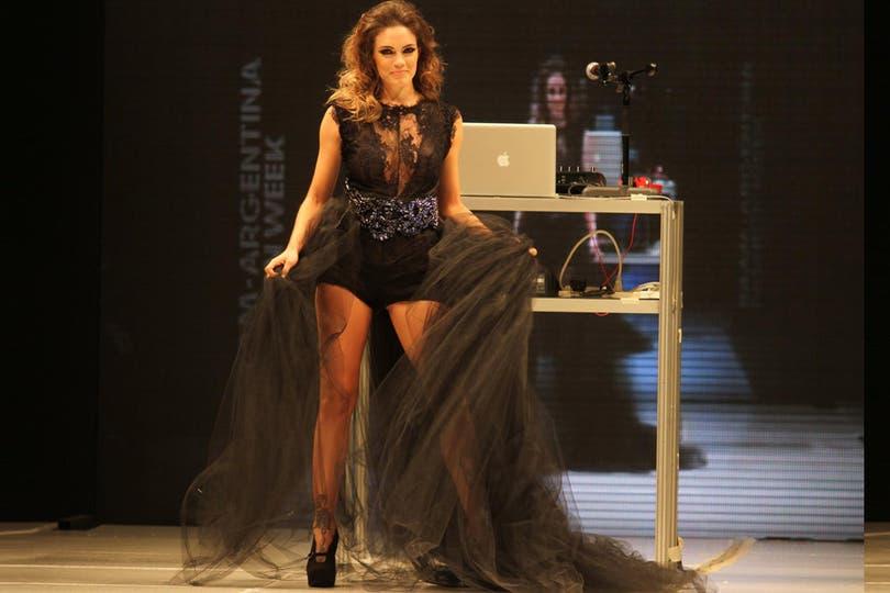 La actriz impactó con su look en la pasarela pero.... Foto: Gerardo Viercovich