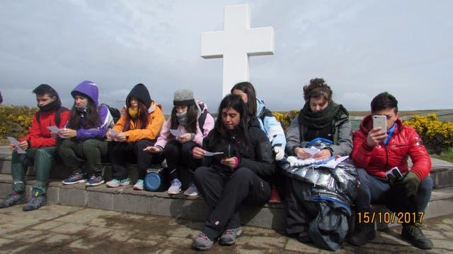 Los alumnos rindieron homenaje a los caídos en la guerra