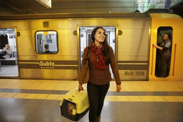 Claudia Romero Guzmán viaja con Tibau cada vez que puede