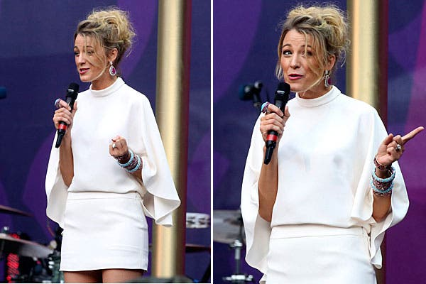 Blake Lively se destacó por usar el blanco para su look. Eligió un vestido corto, con mangas anchas. Los accesorios, en celeste y violeta. Foto: Reuters y AP