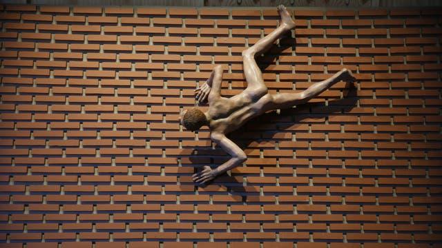La obra de Pablo Suárez (galería Maman) llama la atención de inmediato