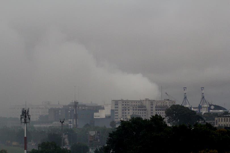 El incendio de un contenedor en el puerto de Buenos Aires es uno de los posibles origenes del mal olor.. Foto: LA NACION / Fernanda Corbani