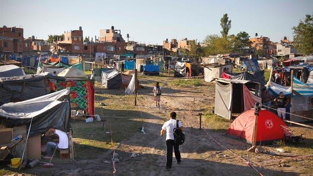 Marzo 2014: unas 700 familias tomaron el predio de Pola y Fernández de la Cruz