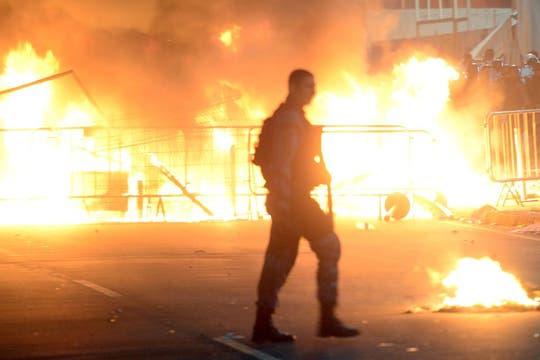 Durante la protesta hubo incendios en Río de Janeiro. Foto: AFP