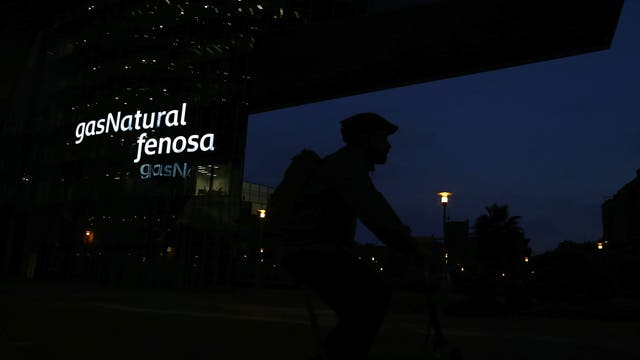 Al mudar sus sedes sociales, bancos y multinacionales como Gas Natural pasarían a tributar en otras regiones por los negocios que hacen en toda España; eso causaría un agujero en los fondos que vuelven a Cataluña en concepto de coparticipación