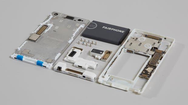 Todas las piezas de un Fairphone 2