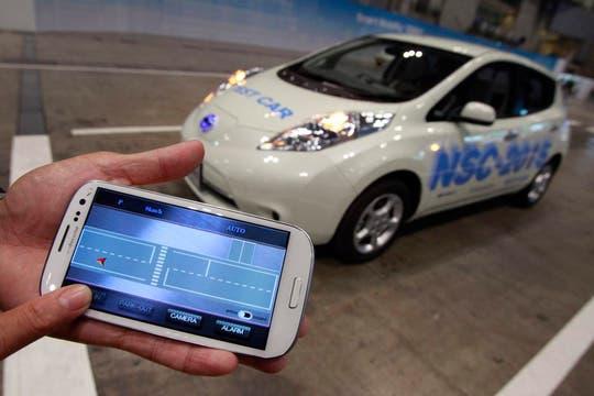 Un prototipo Nissan NSC-2015; se puede activar, desde un smartphone, sus sistema de estacionamiento automático. Foto: Reuters