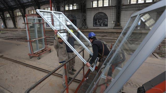 Se hará el reemplazo de 3600 piezas de vidrio en el techo. Foto: LA NACION / Daniel Jayo