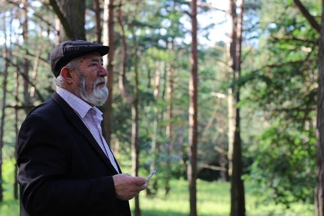 Boris Kwiatkouski, en el antiguo cementerio judío de Grodno