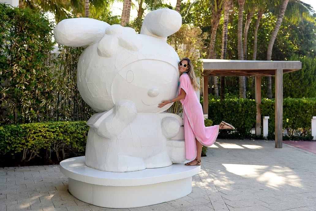 Una estatua de Hello Kitty, lugar muy concurrido para sacarse fotos