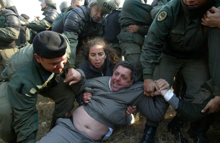 Por un corte de ruta el 14 de junio, en Gualeguaychú, Alfredo de Angeli fue detenido por la Gendarmería. Lo liberaron unas horas más tarde