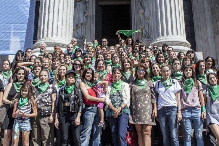 Representantes de la cultura participaron de una foto en las escalinatas del Congreso